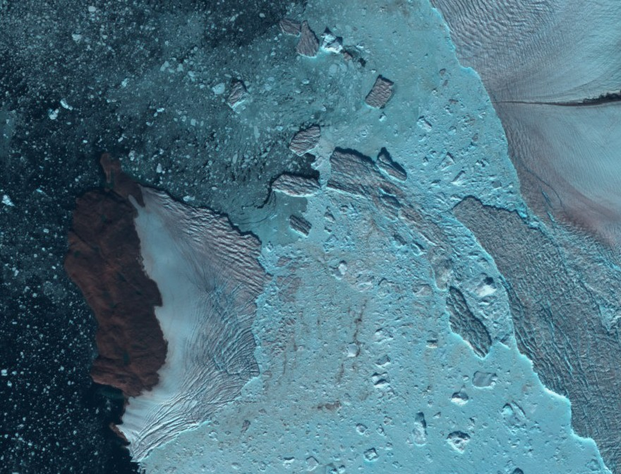Calving of Kjer Gletscher imaged by Sentinel 2A on August 18th 2017